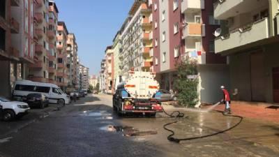 Sancak Mahallesi Adnan Kahveci Caddesi'nde arazo¨z aracımız ile temizlik c¸alıs¸ması yapılıyor...