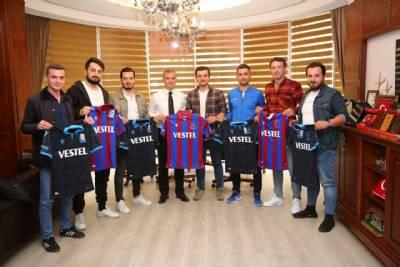 Başkanımız 90 Adet Trabzonspor Forması Hediye Etti