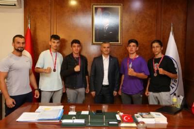 Yomra Gençlik Spor Kulübü Başkanı ve Sporcuları Başkanımızı Ziyaret Etti