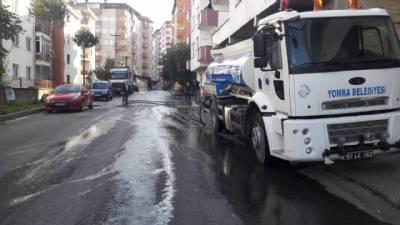 Sancak Mahallesi Adnan Kahveci Caddesi'nde arazöz aracımız ile temizlik çalışması yapılıyor...