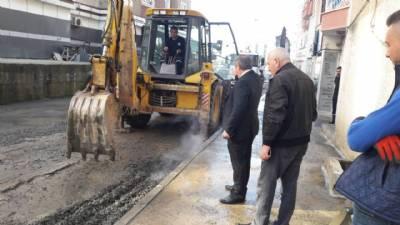 Kaşüstü Mahallesi Onur Sokak'ta arazöz aracımız ile temizlik çalışması yapılıyor...