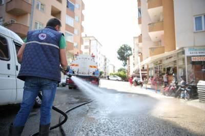 Sancak Mahallesi Dursun Şahin Caddesi'nde arazo¨z aracımız ile temizlik c¸alıs¸ması yapılıyor...