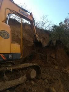 Sancak Mahallemiz'deki Safir Konutları yanında yaşanan toprak kayması