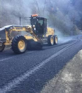 Yanbolu- Santa grup yolunda asfaltlama çalışması